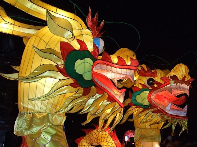 Floating dragons FEATURED أجمل مهرجانات العالم ''مهرجان المصابيح في تايلند '' سيذكرك بفيلم ديزني الشهير Tangled