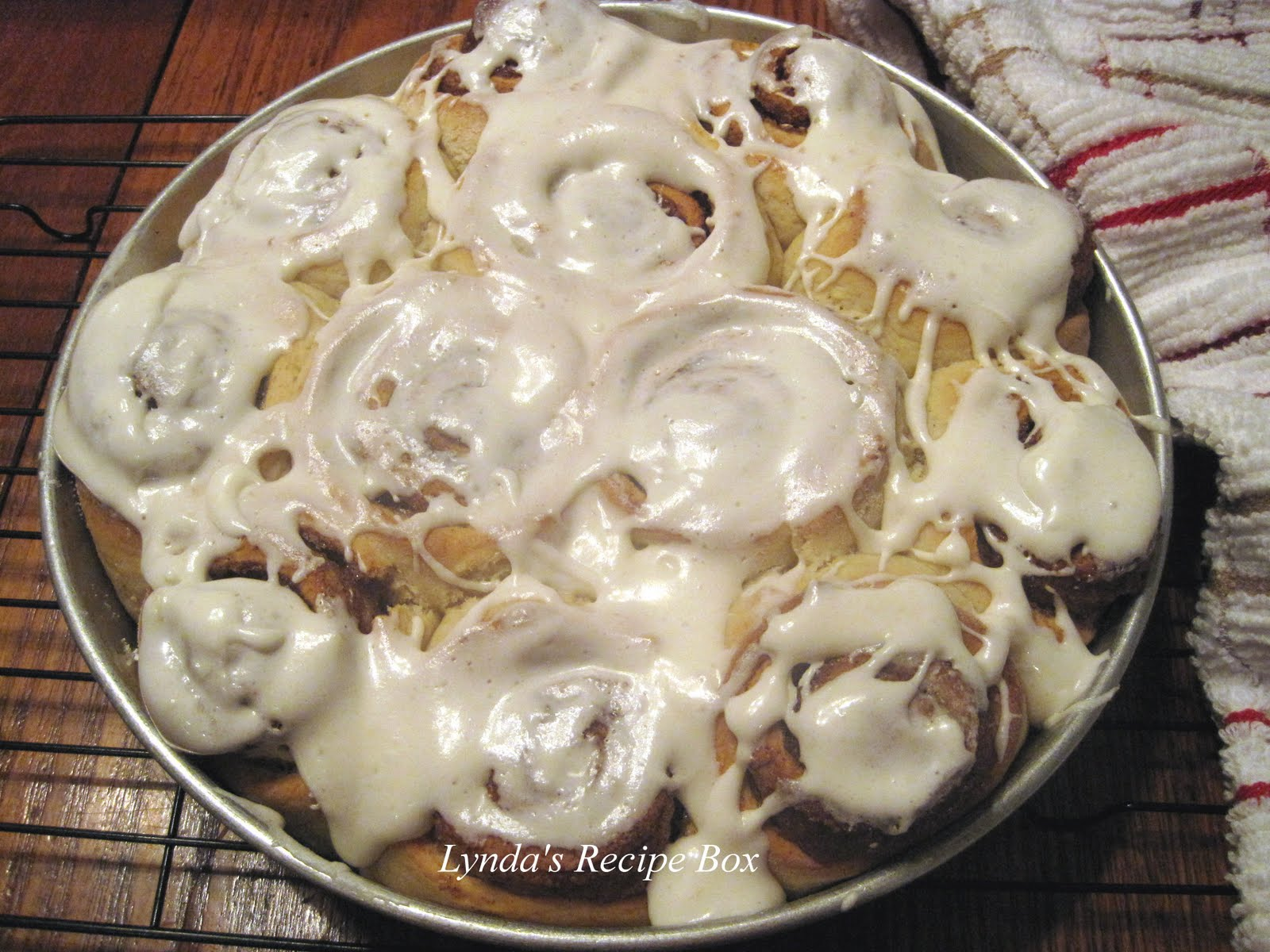 Lynda's Recipe Box: Fastest Cinnamon Buns ( No Yeast)