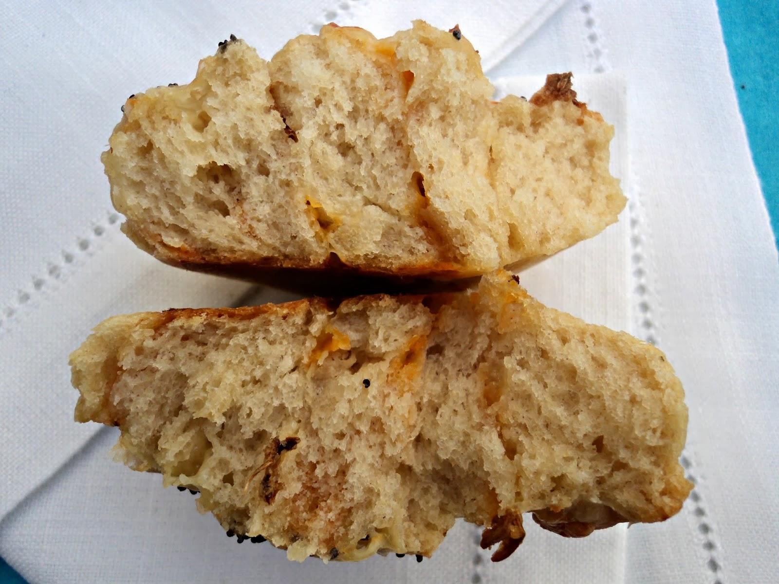 receta casera espirales bollitos centeno cebolla frita queso