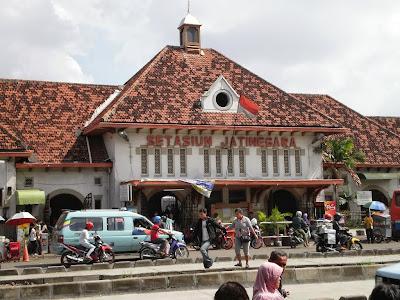 stasiun kereta api jatinegara