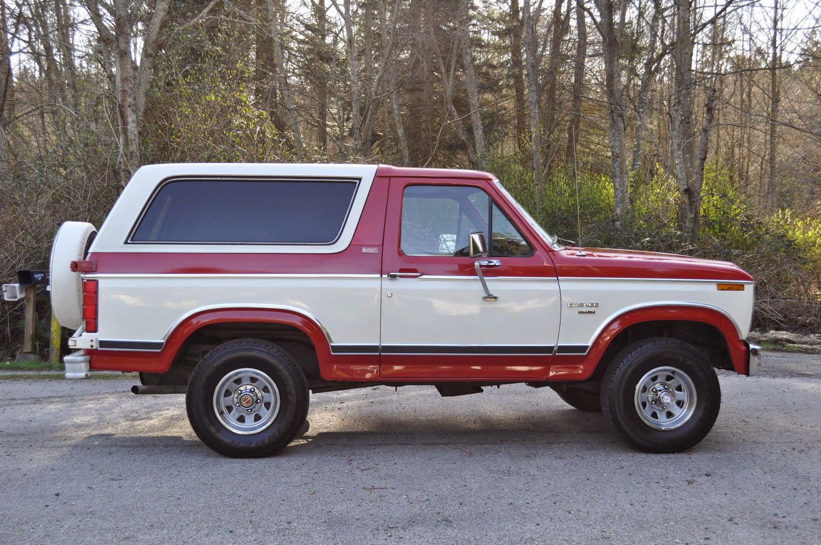 all american classic cars 1982 ford bronco xlt lariat 4x4 2 door suv. Black Bedroom Furniture Sets. Home Design Ideas