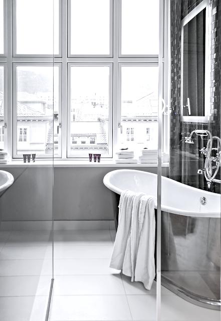 Interior Design bathroom bathtub modern design