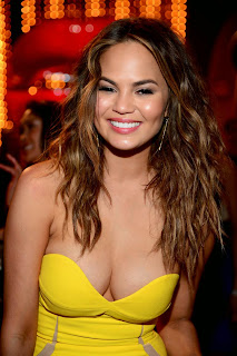 Chrissy Teigen – Hot Cleavage Show in Spike TV's Guys Choice 2014 Awards