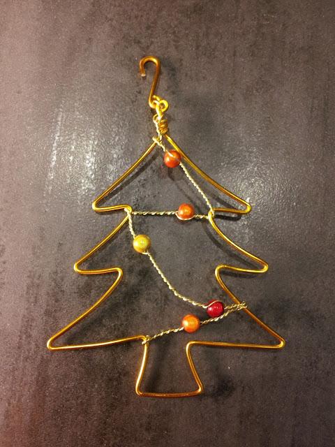 http://www.alittlemarket.com/accessoires-de-maison/fr_decoration_de_noel_sapin_dore_teintes_de_rouge_a_jaune_-16581441.html