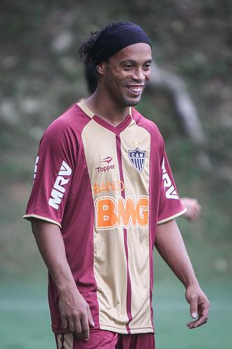 Ronaldinho    33 bra  1  1  9  6 30 300 300 400 400 Ronaldinho