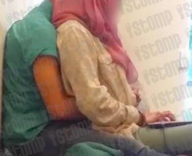 Kantoi Gadis Bertudung Rela Diramas Teman Lelaki Dalam Perpustakaan