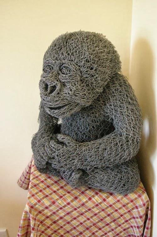03-Baby-Gorilla-Chicken-Wire-Sculptures-Sculptor-Ivan-Lovatt-www-designstack-co