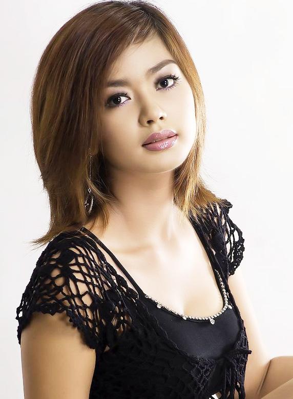 Myanmar Celebrity Sexy Model Nwe Nwe Tun 017
