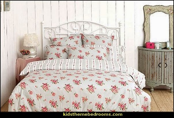 Victorian Decorating ideas   Vintage decorating   Victorian Boudoir    Romantic Victorian Bedroom Decor   lace. Decorating theme bedrooms   Maries Manor  Victorian Decorating