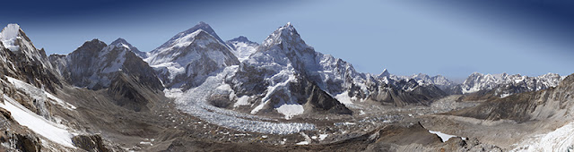 The Most High Resolution Image of Mount Everest Ever clicked . Photographer David Breashears shot this gigapixel image, over two billion pixels, of the Khumbu glacier