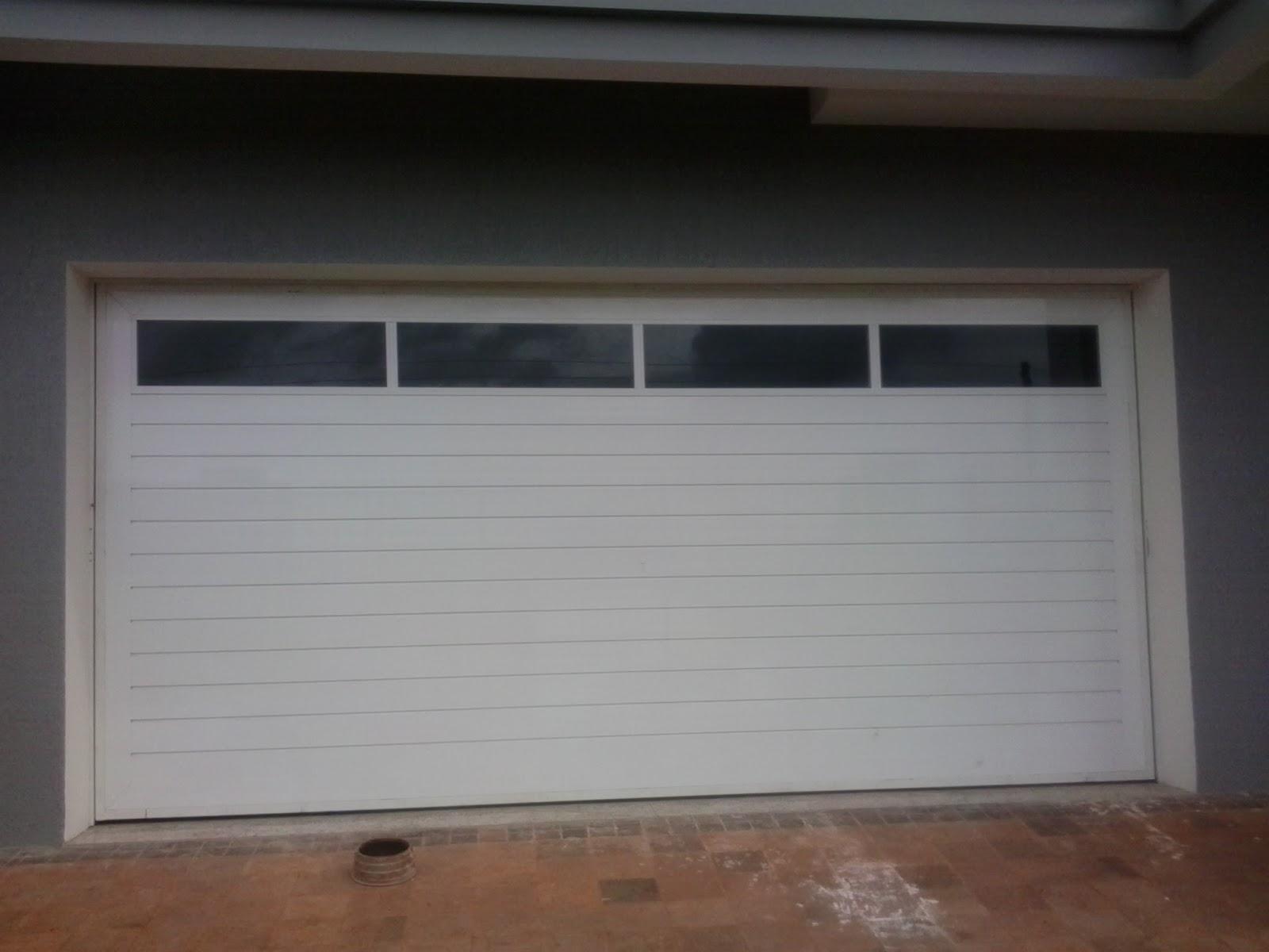 #684B3C Ferrum Esquadrias: Portão contra peso e porta com lambri duplo de  4414 Janela Aluminio Maxim Ar Serie 25