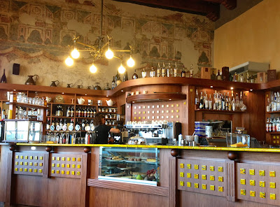 Image of a coffee bar in Bergamo, Italy