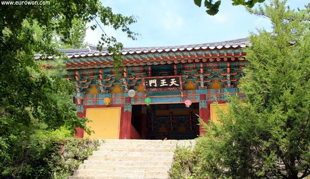 Puerta de entrada al templo Buseoksa