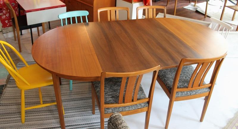 Matbord För 10 Personer : Butiken blue corner runt ovalt matbord i teak