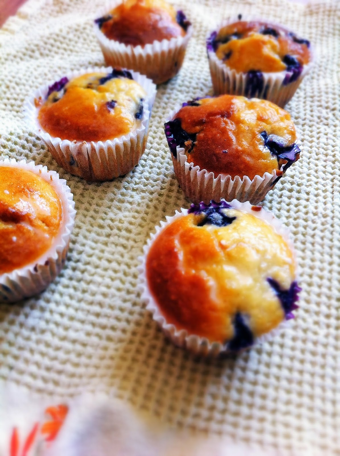 blueberry and lemoncurd muffins
