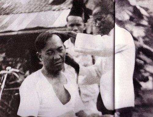 Orang yang Berani Pegang Kepala Presiden Soekarno