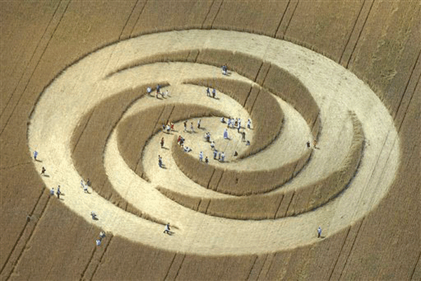 crop-circle-in-a-cornfield-in-corcelles-pres-de-payerne-switzerland