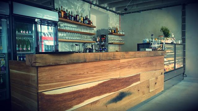 Bar a interiér v Café Momenta