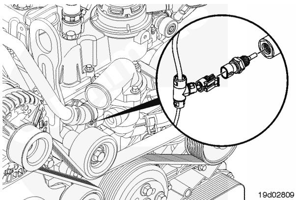 спереди двигателя в корпус