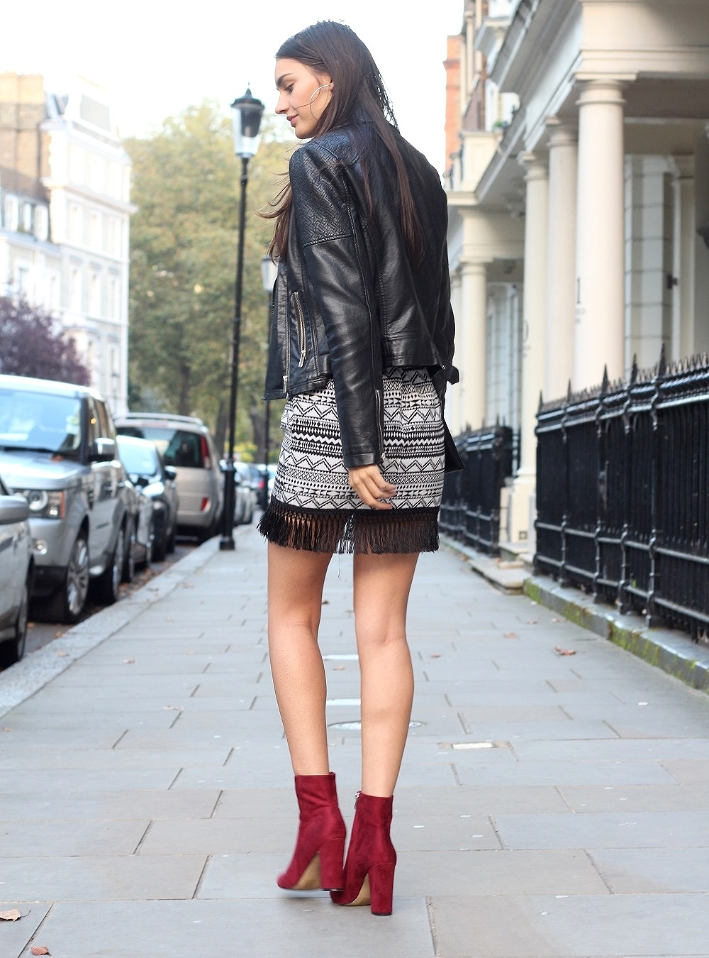 peexo fashion blogger wearing monochrome and aztec and suede burgundy boots