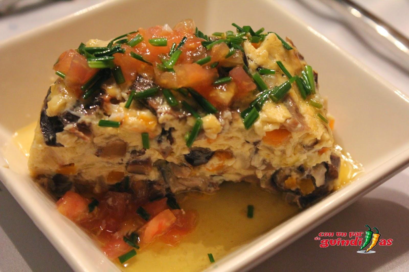 Pastel de setas con vinagreta templada de tomate