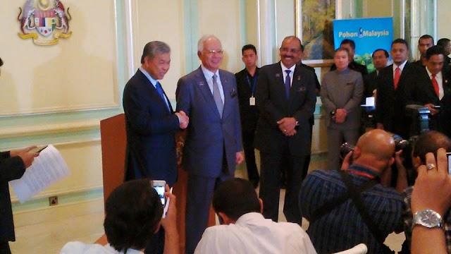 #RombakKabinet : Senarai Kabinet Baru Malaysia Julai 2015 #KekalNajib