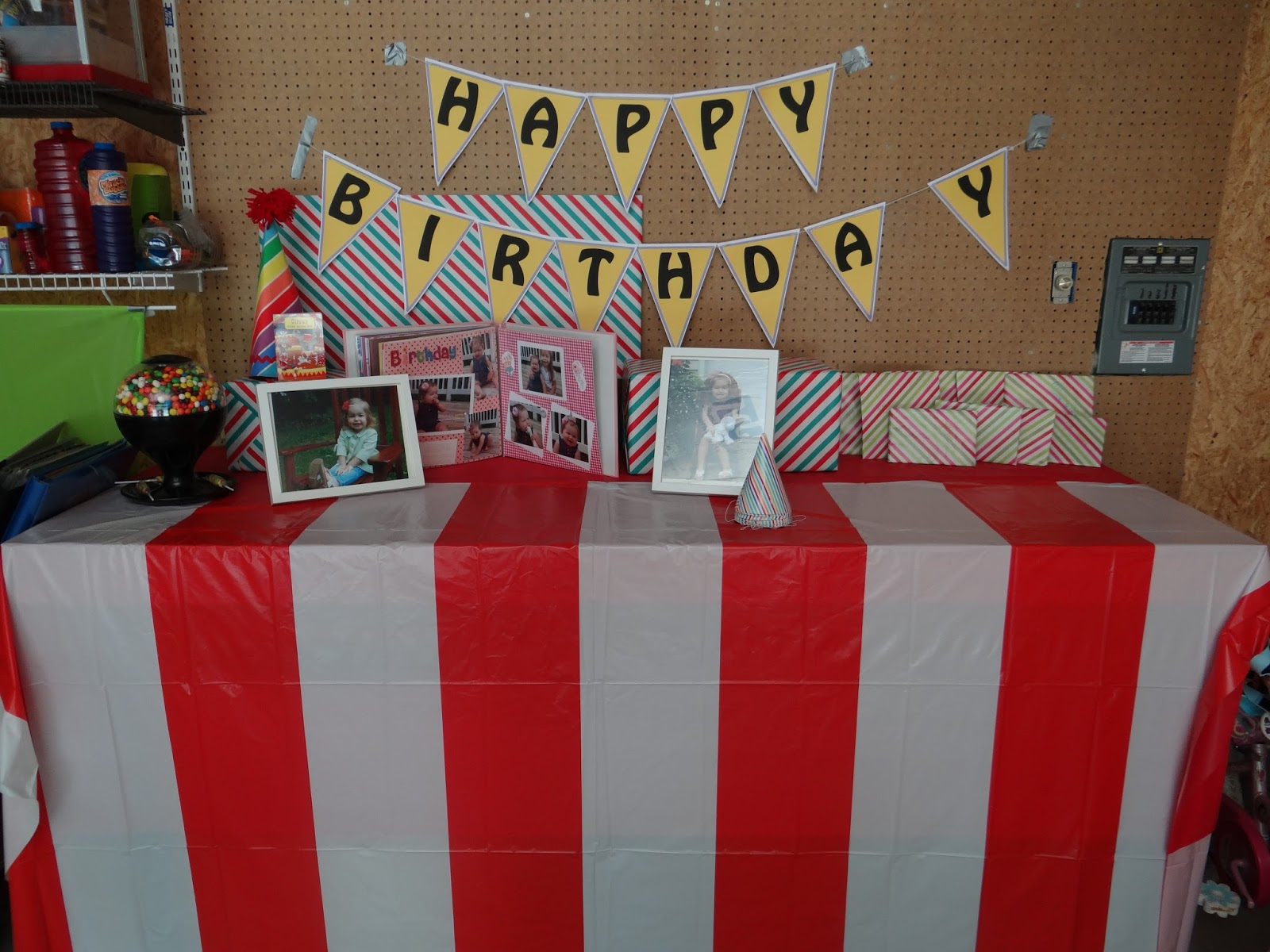 Busy hands blessed hearts carnival 2 year old birthday party for Room decorating ideas yahoo answers