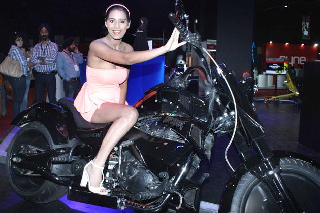 Poonam Pandey panty show Wardrobe malfunction