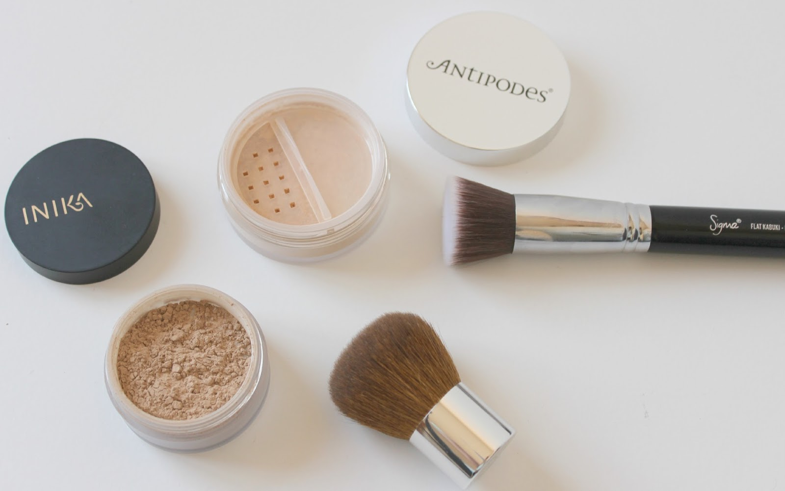 A picture of Inika Mineral Foundation Powder