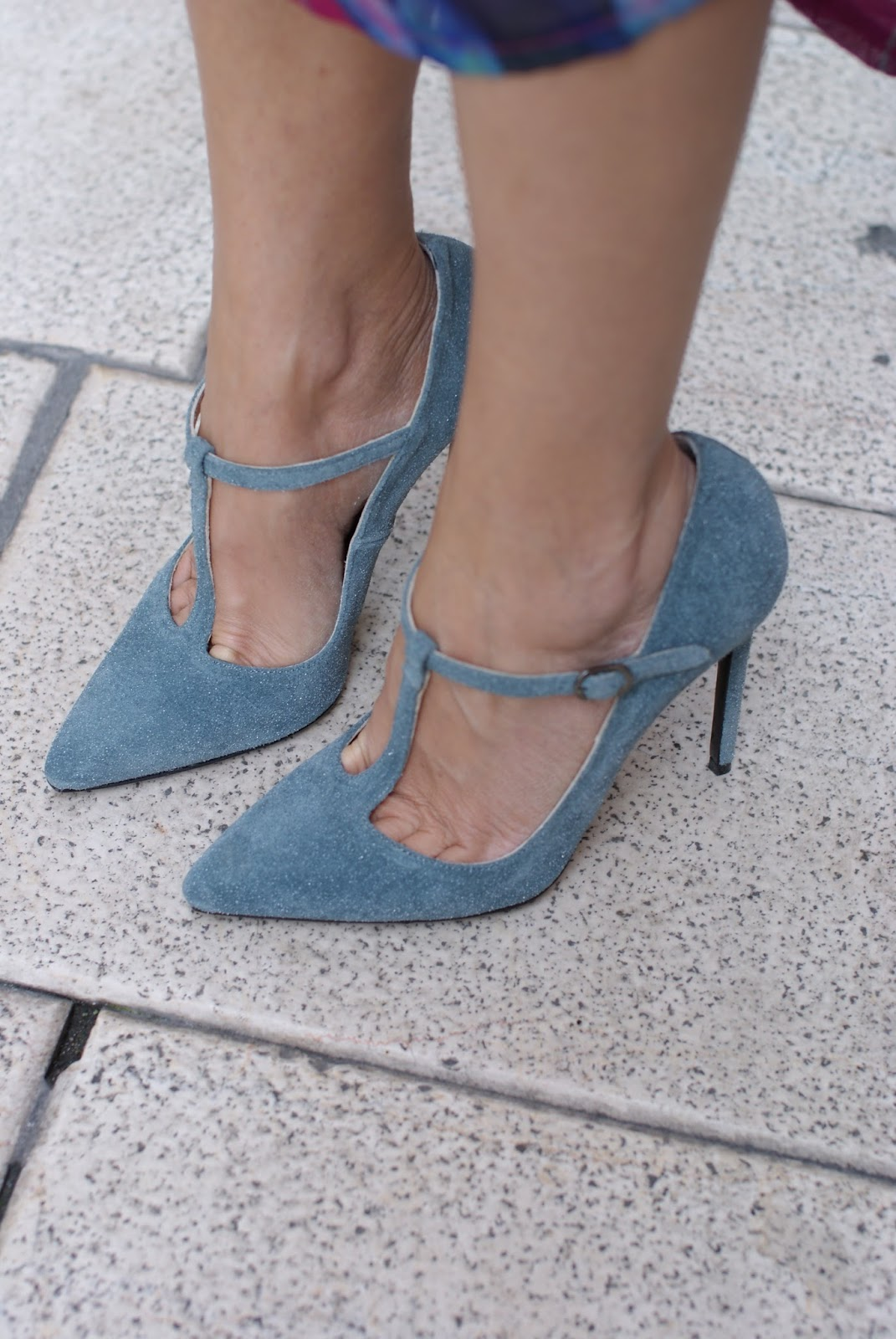 Gaia d'Este t-bar shoes, t-bar heels in blue suede on Fashion and Cookies fashion blog