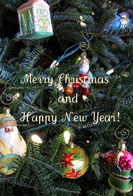 Garden-ornaments-on-Christmas-tree