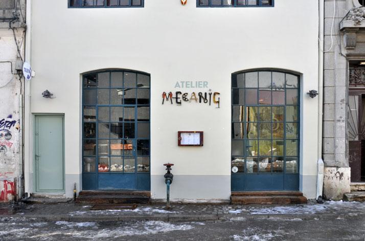 atelier rue verte le blog un bar budapest dans un ancien garage. Black Bedroom Furniture Sets. Home Design Ideas