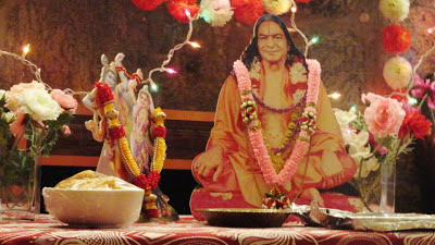 Kripaluji Maharaj's disciple, Swamiji, delivering discourses and kirtan in New York