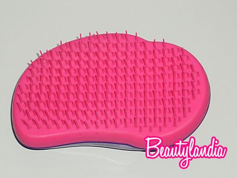 priva di manico ma non per questo difficile da impugnare tangle teezer si utilizza principalmente sui capelli bagnati dopo lo shampoo e se si vuole