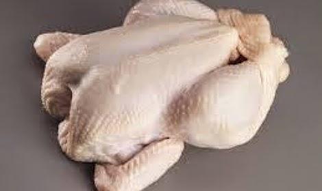 هكذا يتم زيادة وزن الدجاج المجمد  .. فيديو مفزع جدااا