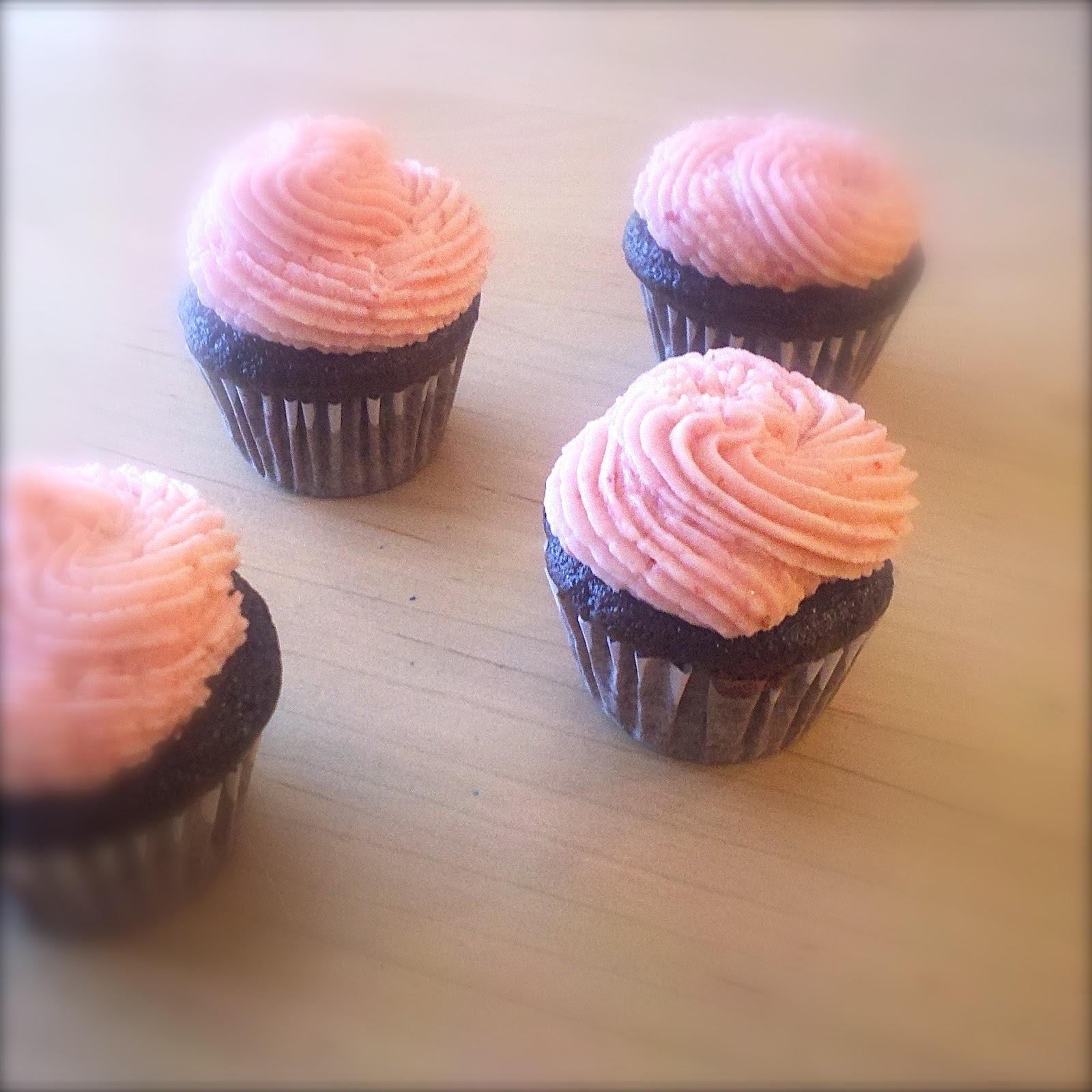 BinomialBaker: Chocolate Covered Strawberry Cupcakes