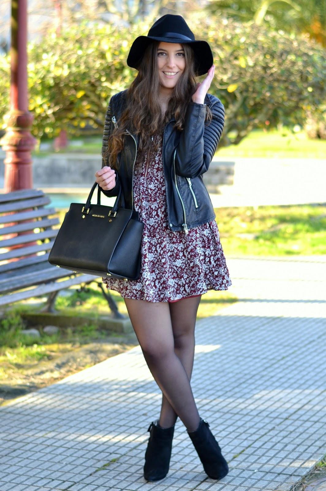 cazadora de cuero con vestido de flores