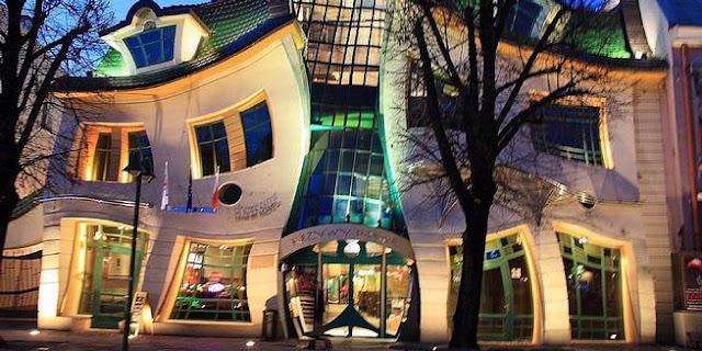 Desain Gedung Paling Bengkok di Dunia