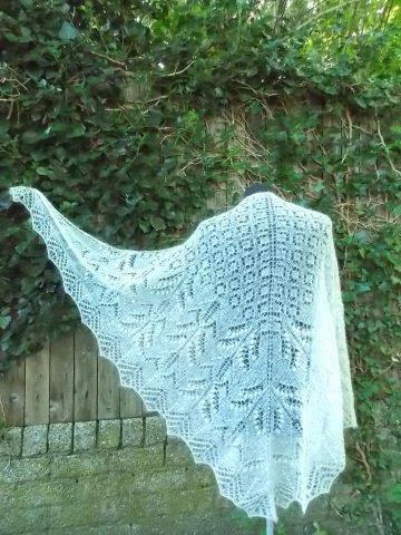 TE KOOP: wol zijden Bruidssjaal:Driehoekshawl