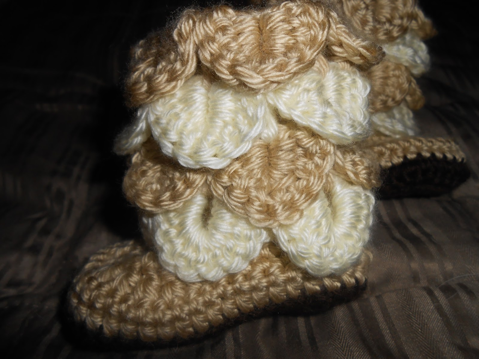 Crochet Cyster\'s Crafts: Crocodile Stitch Baby Booties and Hat