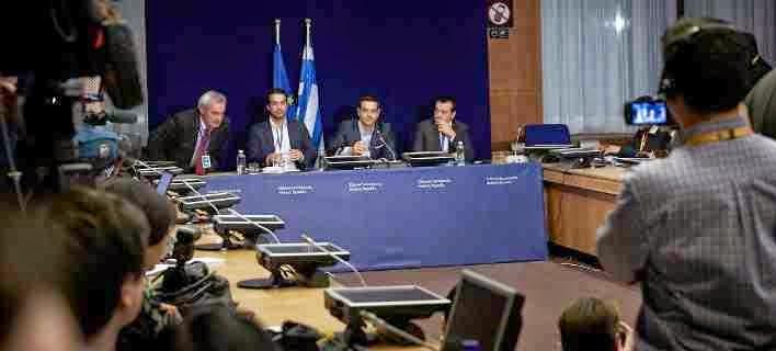 Ο Τσίπρας διαψεύδει, και οι υπουργοί του συζητούν για το νέο μνημόνιο που θα έρθει ΠΡΙΝ το καλοκαίρι! Δεν είναι γελοίο; Τι μας θεωρούν, ηλίθιους;