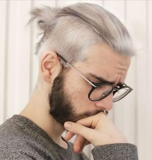 style rambut pria kombinasi bun dan undercut terbaru