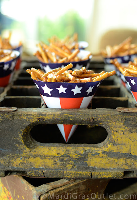 DIY Patriotic Snack Cups | Free 4th of July Printable from MardiGrasOultet.com