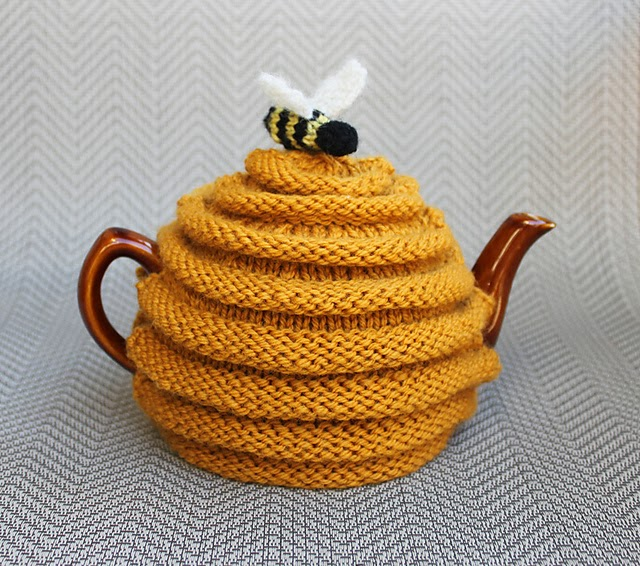 Novelty Tea Cosy Knitting Patterns : Dayana Knits: Dreaming of Spring in Montreal: Free Plant Pot Cozy Design