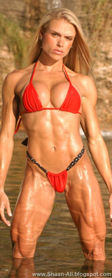 Body Building Tips: Larissa Reis Sexy Female Bodybuilder