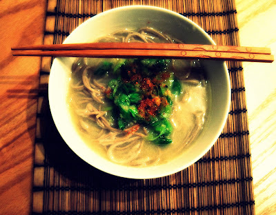 come · con · ella: ginger spring onion sauce with miso soba