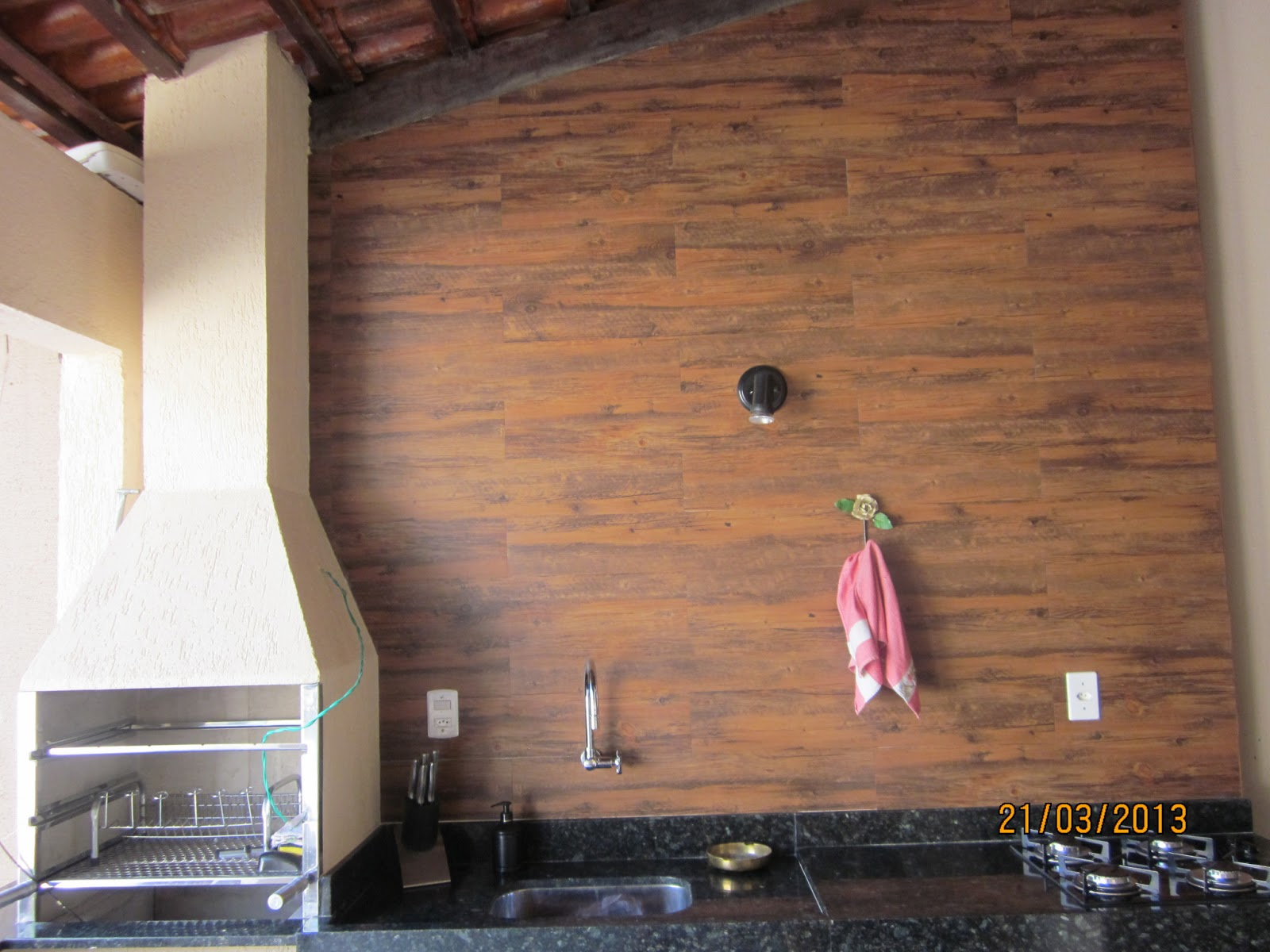 Papel de Parede: Piso Vinilico Decorar Parede Decoração de Paredes #8E5F3D 1600x1200 Acessorios Banheiro Leroy