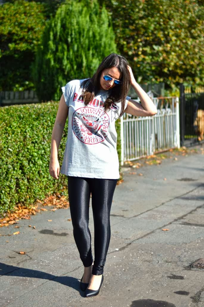 Ramones T-Shirt and Ray-Ban Blue Mirrored Aviators
