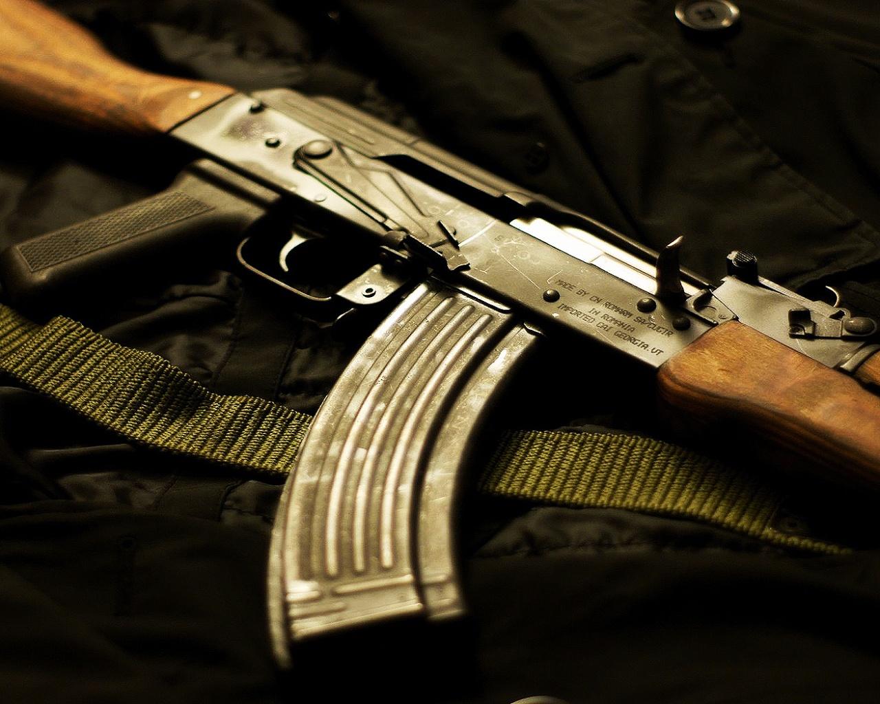 http://1.bp.blogspot.com/-iORAZN0Atag/Tag1v99zRVI/AAAAAAAAABA/3kG7TMC-vQo/s1600/Creative_Wallpaper_Kalashnikov_AK-47_017802_.jpg