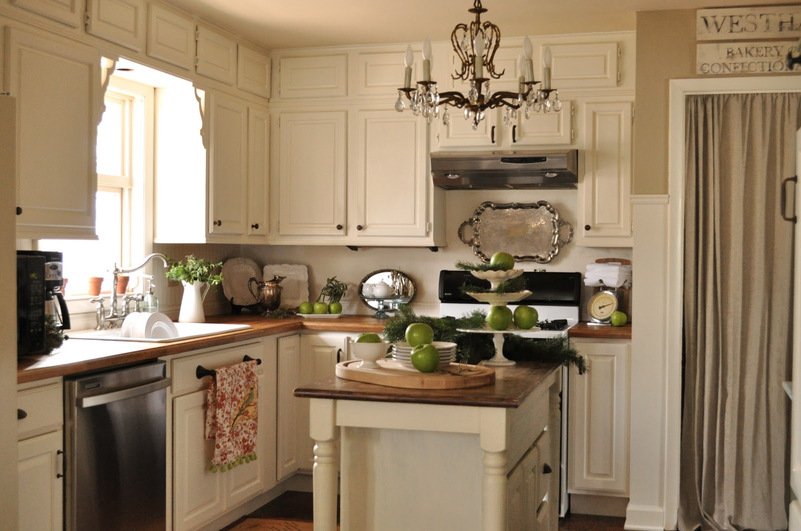 Over 20 kitchens with painted cabinets.... - Jennifer Rizzo